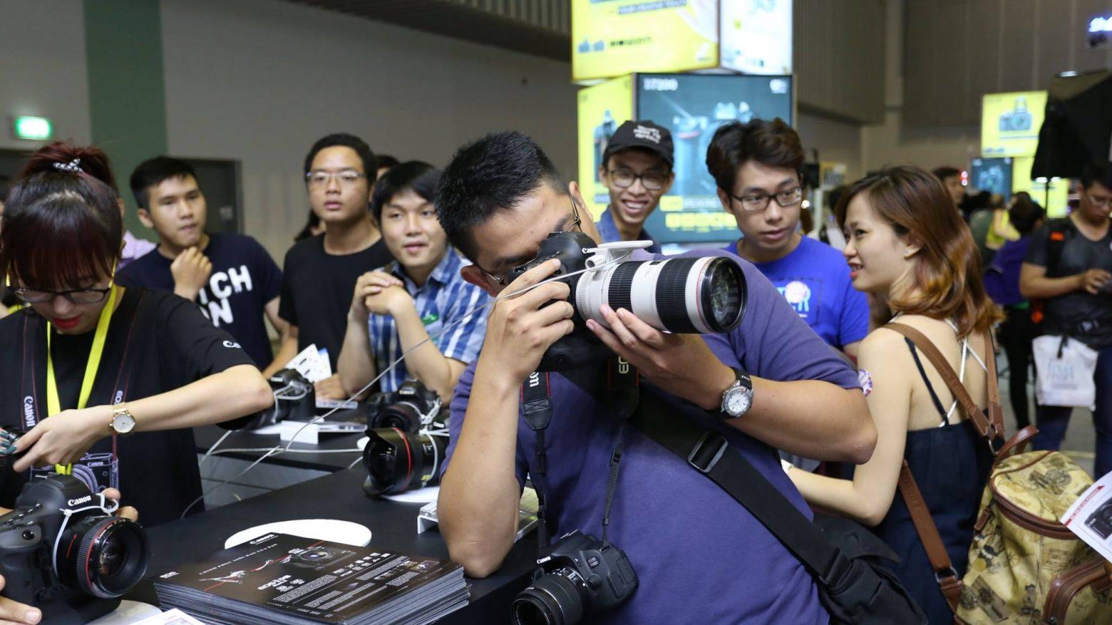 Bên trong một chiếc ống kính Canon trị giá $11,000   50mm Vietnam