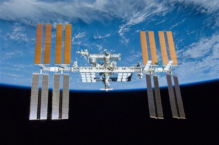 Dạo chơi trên trạm vũ trụ quốc tế ở độ phân giải 8K   50mm Vietnam