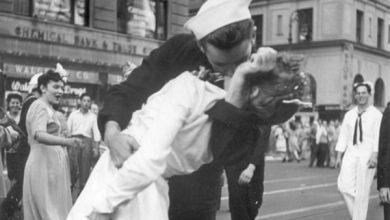 Bí ẩn sau bức ảnh nụ hôn nổi tiếng thời Thế chiến II | 50mm Vietnam