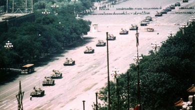 Phóng viên ảnh Charlie Cole, tác giả của bức ảnh Tank Man qua đời ở tuổi 64 | 50mm Vietnam