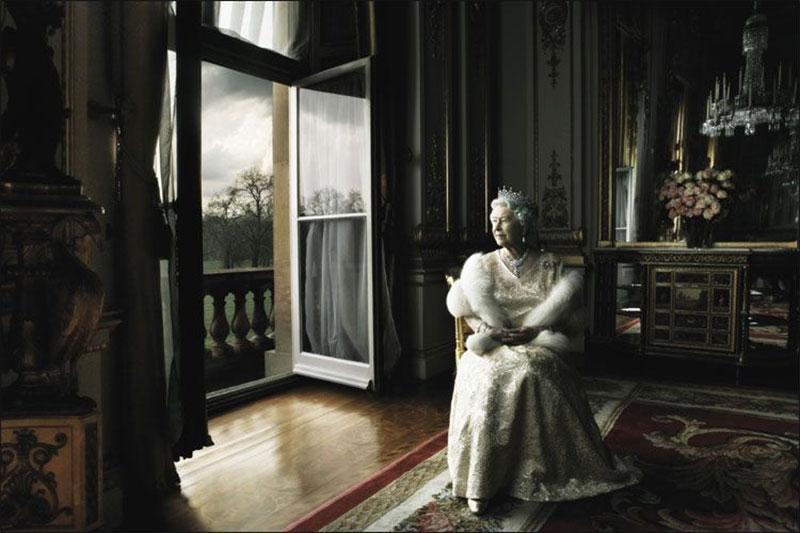Photoshoot đáng nhớ của Annie Leibovitz và nữ vương Elizabeth đệ nhị